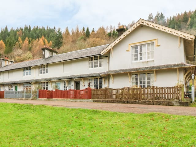 5 LARACHBEG, pet friendly, with open fire in Lochaline, Ref 961239