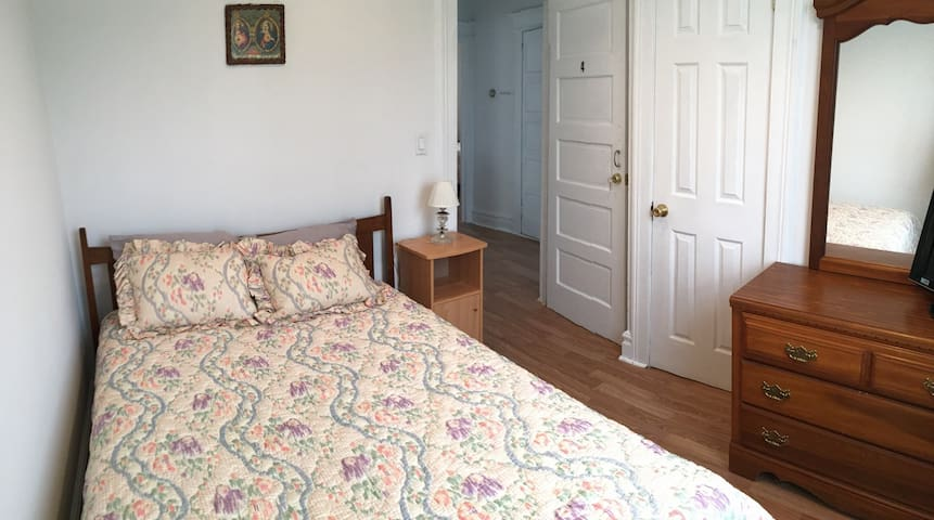 PRIVATE Bedroom close to NYCity & NJ EWR airport,4