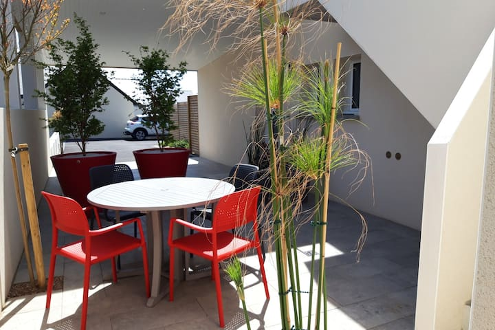 Appartement ETEL  avec patio