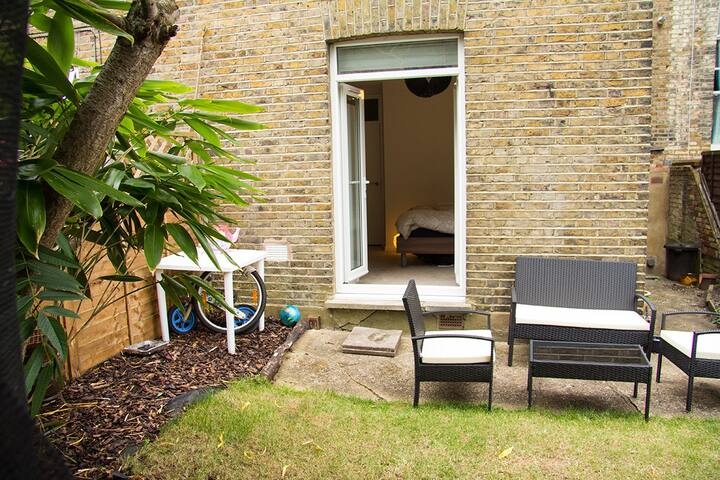 Tranquil 2 bedroom oasis in vibrant Queens Park - Londra - Daire