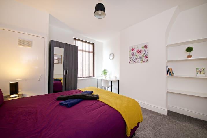 CC1 Liverpool Double Bedroom City centre 20min bus