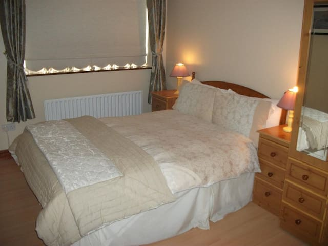 Double Room En-suite at Aaron Vale B and B