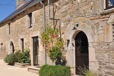 La Vieille Laiterie,  68 La Ville Josse - Plessala - 一軒家