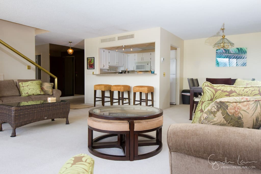 3 bedrooms 3 bathrooms: Large living room with two sofa beds, walk out lanai and great view of the mountains.