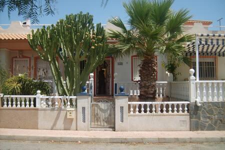 jolie maison, calme, équipée - Orihuela - Huis
