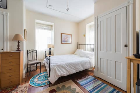 Victorian Clean Light Infused Private 3rd fl Room