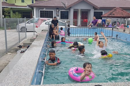 Homestay Sg Buloh - 3 BR GF with Central Prvt Pool