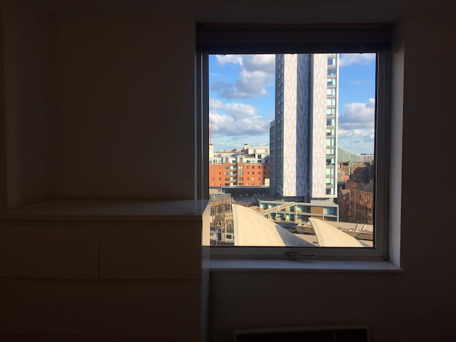 Ensuite in front of oxford rd station/city centre