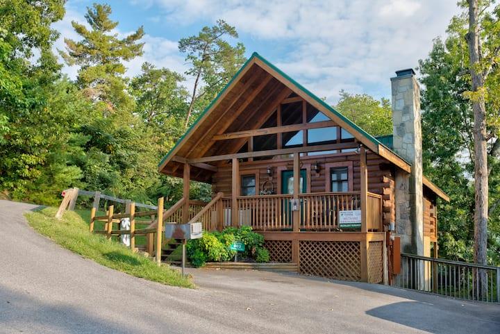 Dog-friendly cabin w/ private hot tub & shared seasonal pool near Ntnl Park!