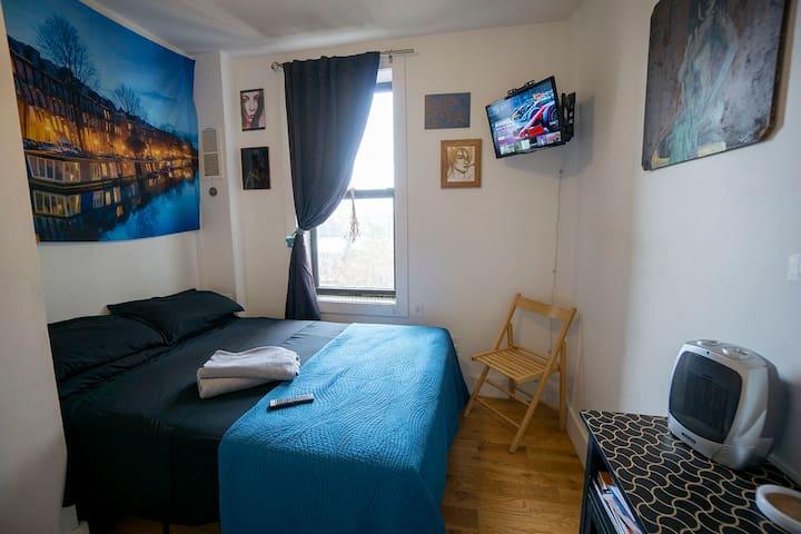 Private room in Upper Manhattan 3 min from Train
