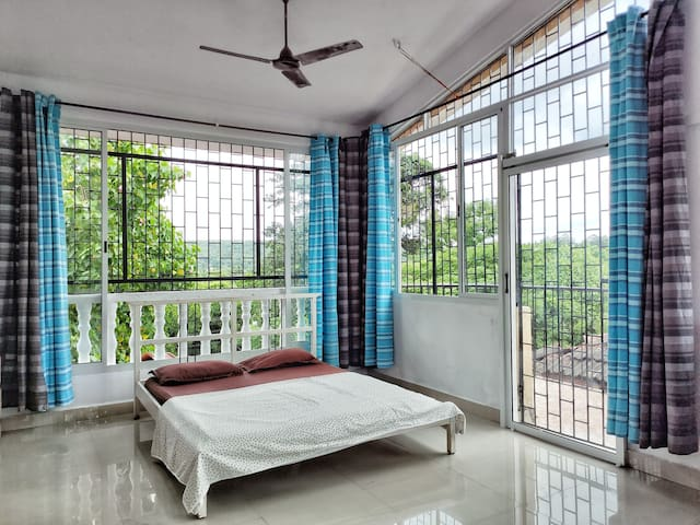 Nihal's Hideout - 1 BHK attic house with a view