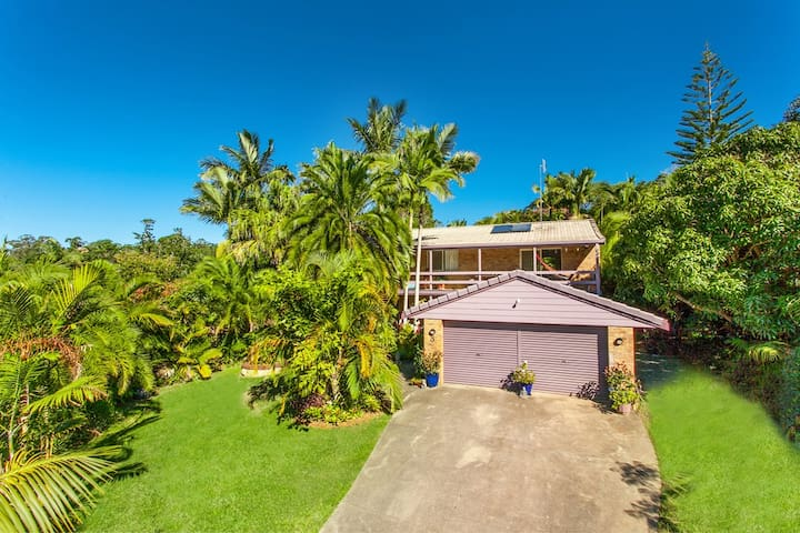 Spacious, private, tropical retreat for Bluesfest