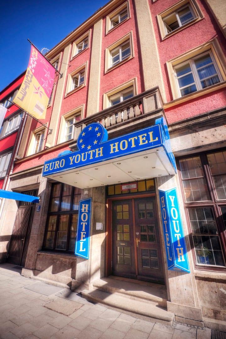 6-Bettzimmer mit Etagenbad im Hostel, Innenstadt