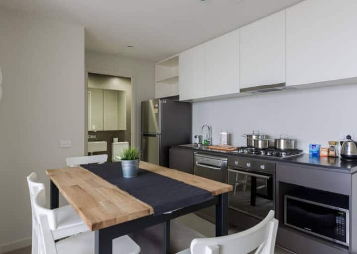 """""""Homely 1 bedroom on Collins in CBD"""""""