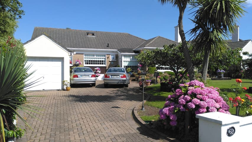 Charming  Bungalow Howth Single Room.