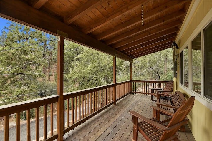 Rainbow Bear: Secluded Dream Cabin with Peace & Tranquility in a Quiet Location!