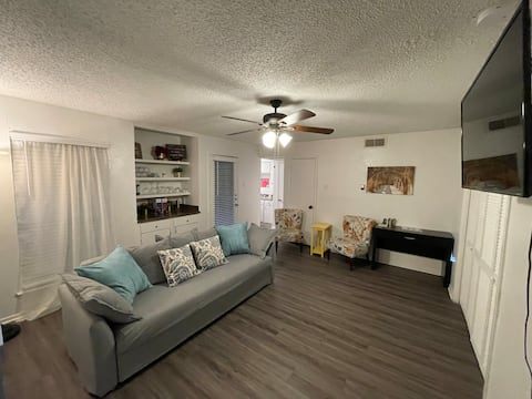 Entire Apartment (1BR/1BA) with Covered Parking