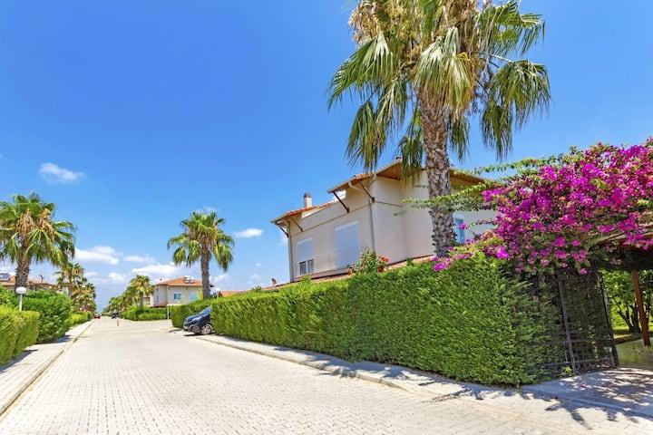 Paradise Town Villa Hazel