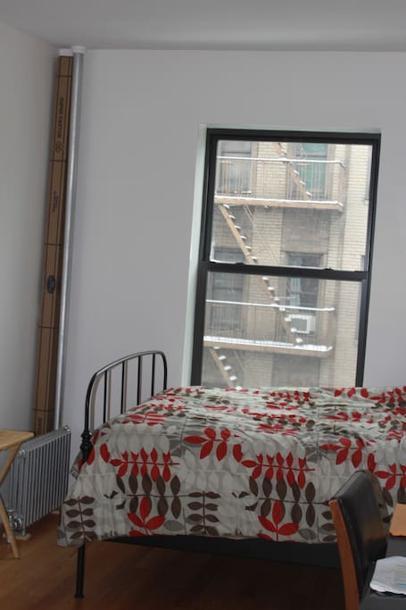 Bedroom w/ Window