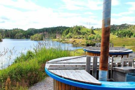 Liten leilighet ved Undeland gård, kano, badestamp