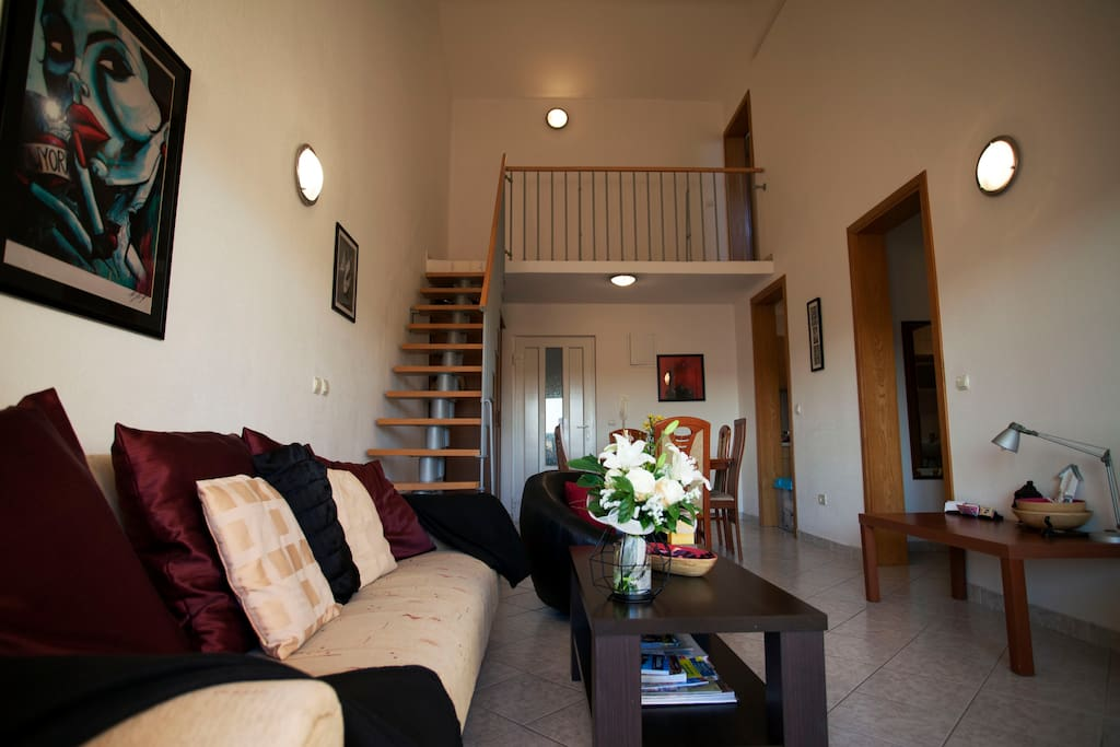 Spacious Duplex with two AC units
