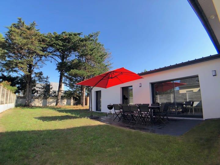 Modern villa, 300m beach, 150m with all ameneties