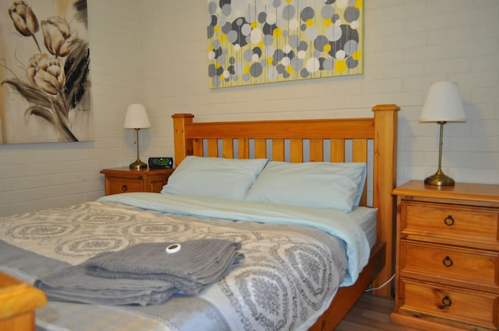 1 Bedroom, FREE WiFi, Air Con, 1st Floor (18)