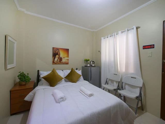 Fully furnished studio room with wifi and garden
