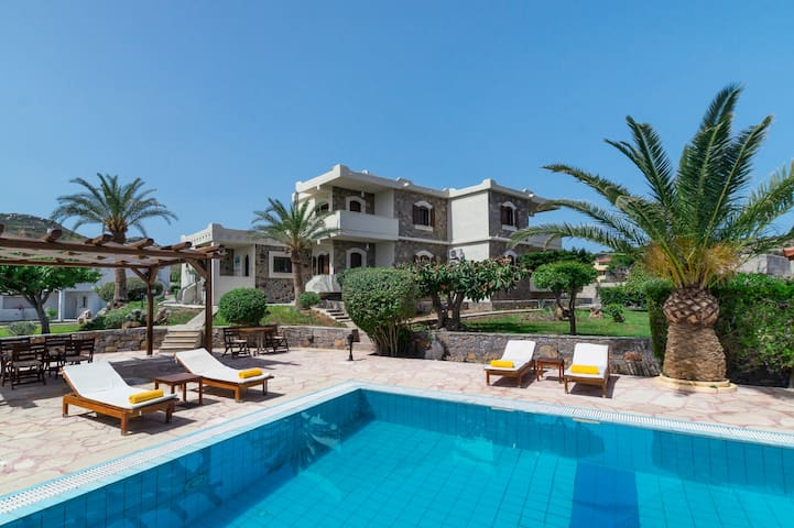 Sitia luxury apartments by the pool 2