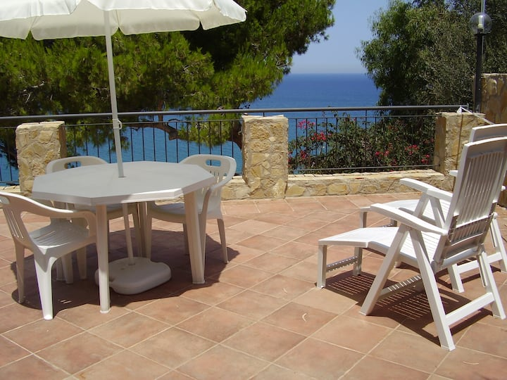 Casa Calypso with terrace by Wonderful Italy
