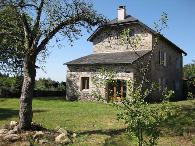 Maison de la Ferme - Bassignac-le-Haut - Dům