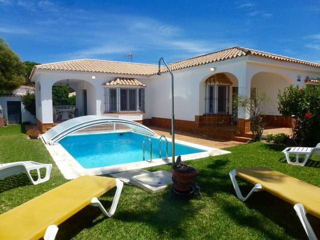 Beautiful garden Villa for 7 with airconditioning