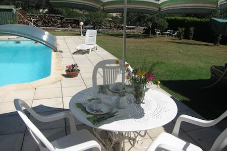 Au verger 06, chambre , jardin piscine et rivière - Villa