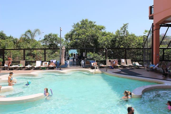 Jurerê Beach Village Complexo Turistico, saída direto na praia, Studio Luxo até 3 pessoas