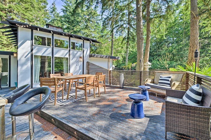 NEW! Camano Island Paradise: Fire Pit + Water View