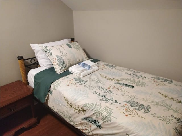 Small 1 bedroom - 7 minute walk from Dalhousie U.