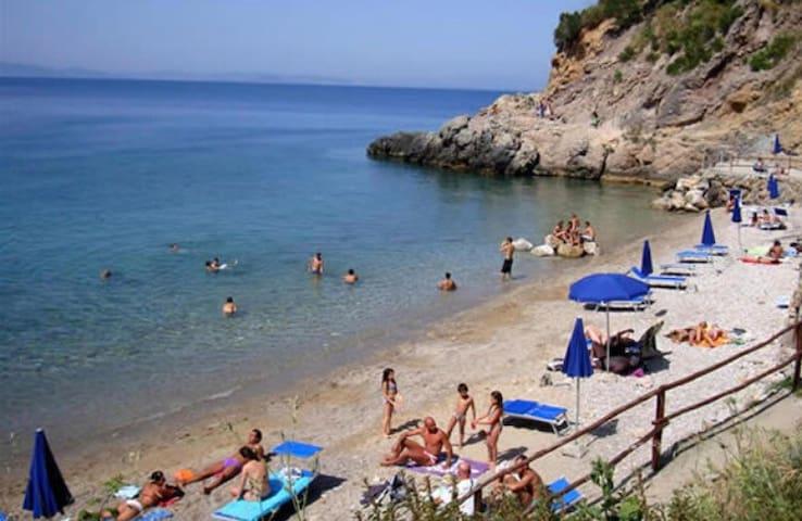 Spiaggia della Cantoniera-raggiungibile a piedi