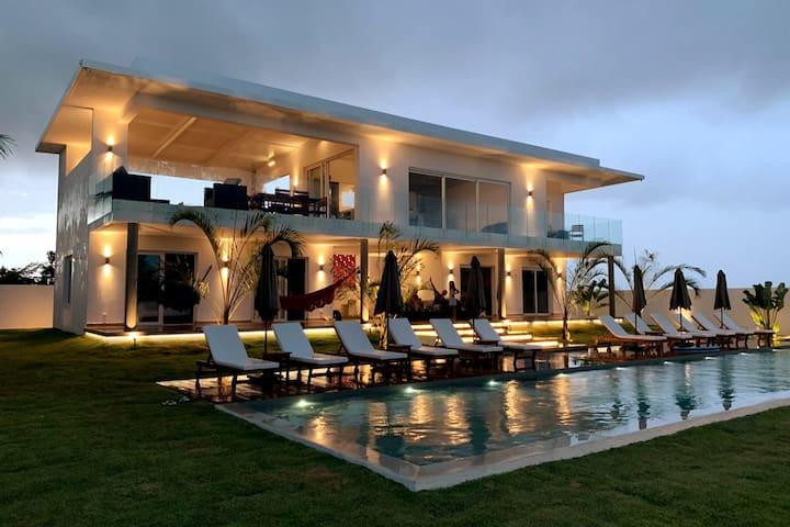 Villa + piscine exceptionnelles à 100 m de l'océan
