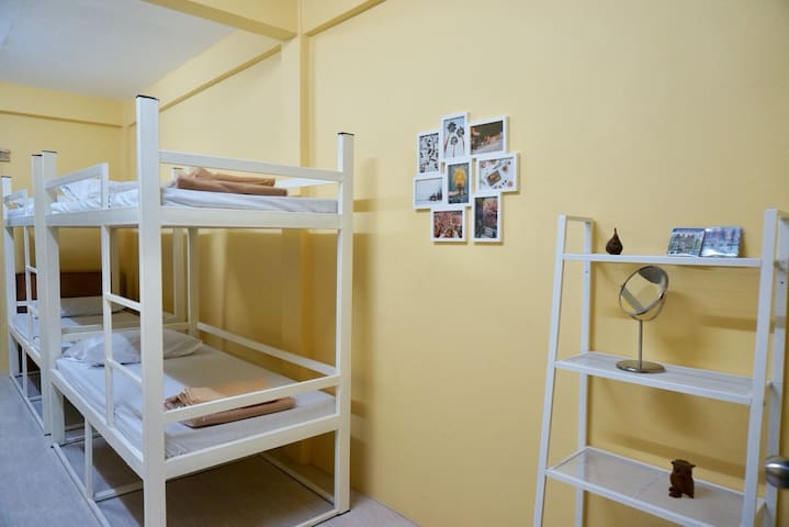 10beds in BKK near Khaosan rd. - Big, Clean, Cozy