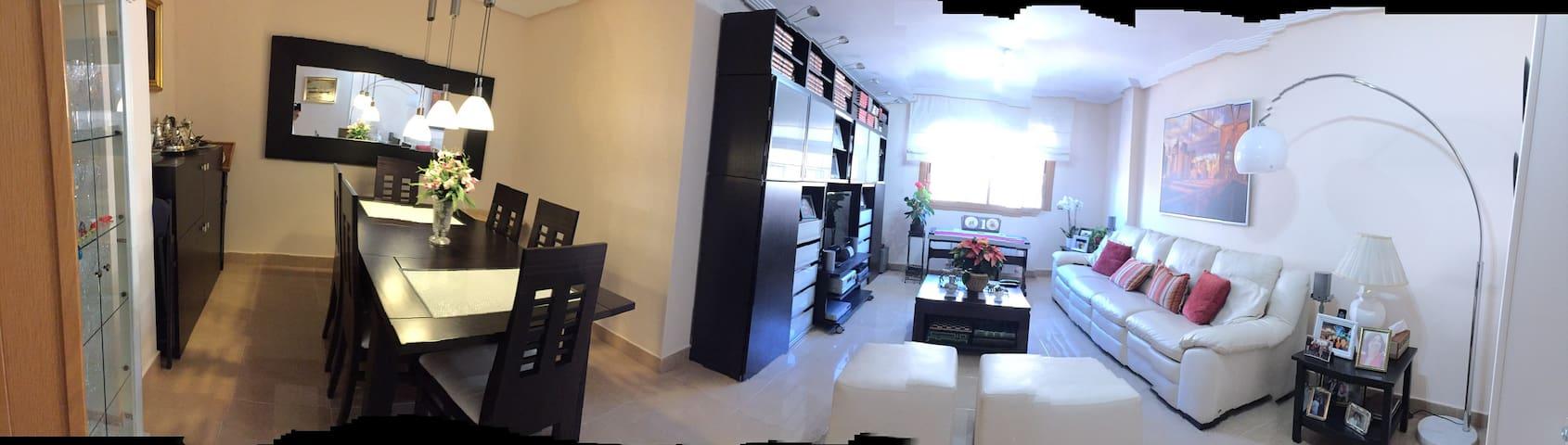Gran apartamento ideal para familias Cerca del aeropuerto de Madrid para 5/6 personas. Zona tranquila