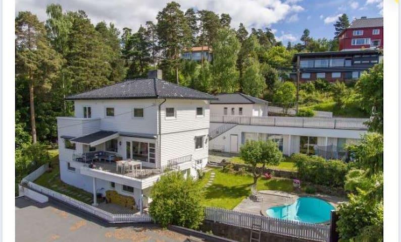 Axel Huitfeldtsvei 5 - Oslo - Villa
