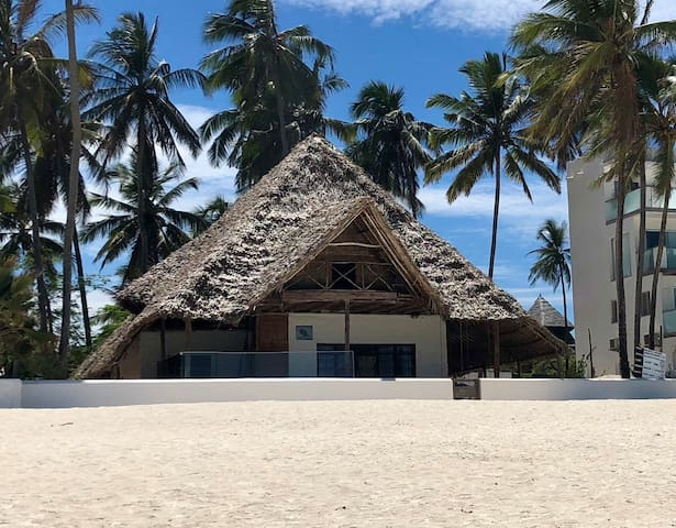 Turtle House Beach Front Villa - Double Room with Bathroom