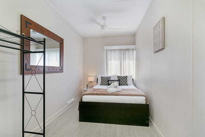 Inner City Executive Rooms - Room 6