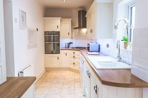 Entire Luxury 3 bedroom Cottage, Peak District