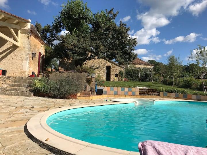Boerderij met gite en zwembad Dordogne platteland