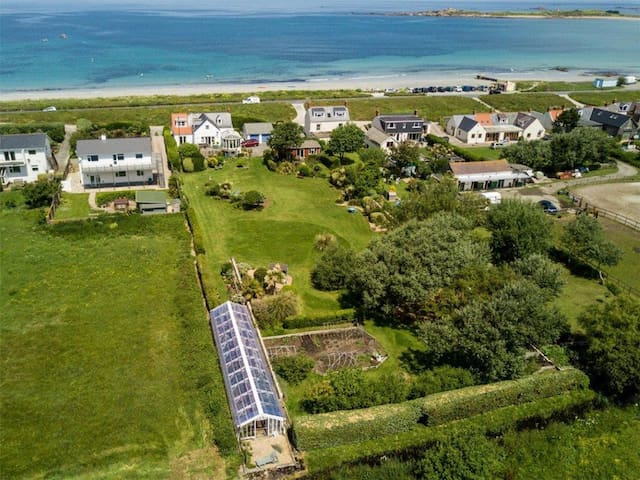 Beachside Location opposite the best surf beach on the island and in walking distance of a number of great pubs, restaurants and cafes.