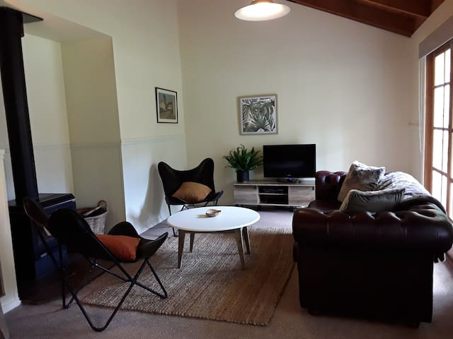 Lovely cosy cottage in Jamieson town centre