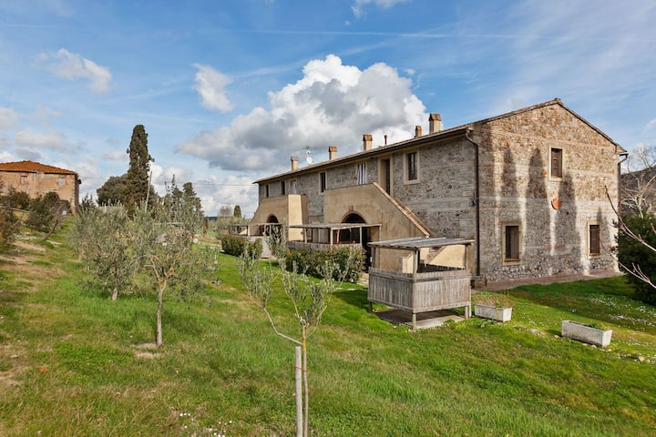 Traditional Holiday Home in Chianni with Swimming Pool