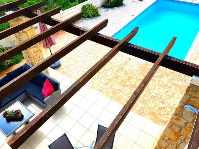 Villa Mediterranean Breeze -Private Pool&Fireplace