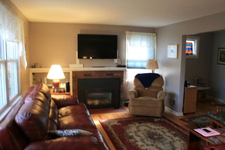 Village Cape-Close to Burlington & Lake Champlain